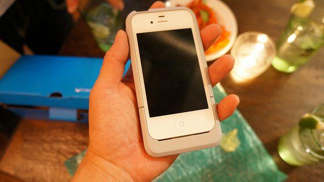 巻き尺つきiPhoneケース 「iConvex」の実物を触ったぞ!