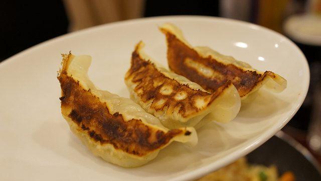 新発見!!!餃子を食べる時、酢醤油ではなく○○○を付けるとメチャウマだった!