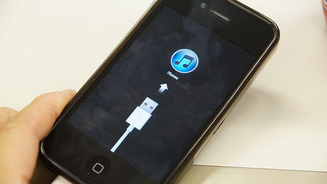iPhone4SをiOS6にアップデートしようとして失敗…。工場出荷状態に戻った時の復元手順をご紹介