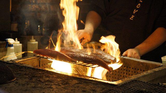 豪快なかつをの藁焼きが食べられるお店、浜松町の「わらやき屋 龍馬の塔」に行ったぞ!