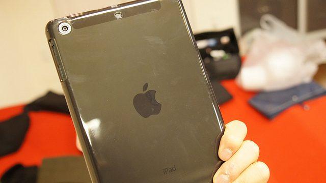 iPadmini用に落としても安心な、弾力性があって衝撃に強いセミハードケース「BSIPD712TBK」を買ったぞ!