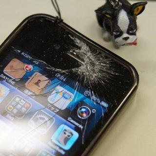 iPhoneの液晶が割れた際に決めなければいけない5つの選択肢を考えてみたぞ!