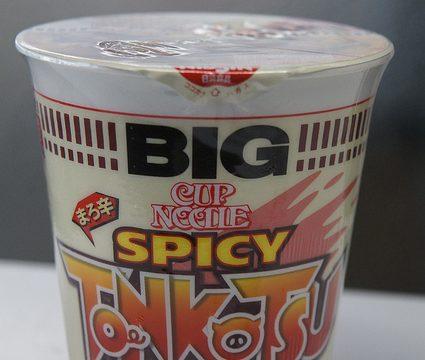 まろ辛ヌードルだと!?カップヌードルの新商品「BIGスパイシー豚骨ヌードル」を食べてみたぞ!
