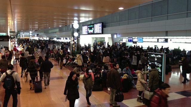 【知らないと損をする!】羽田空港のエアポートラウンジで無料で朝飯食ってきたぞ!