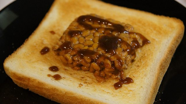 食パンに納豆!?おかめ納豆の「ごパン納豆」を食べてみたぞ!