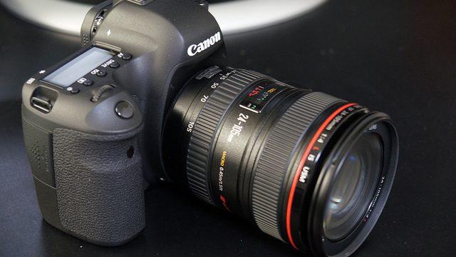 【デジタル一眼購入者必見!】レンズと液晶を守る保護フィルターと保護フィルムを取り付けたぞ!