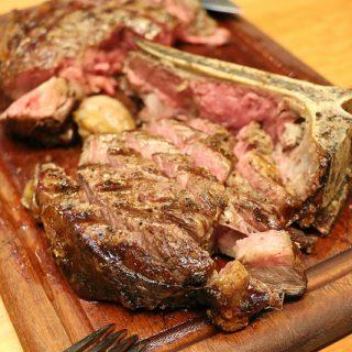 【ロンドン観光】Tramshedという店で1kgステーキとチキン丸ごと1匹食ってきたぞ!