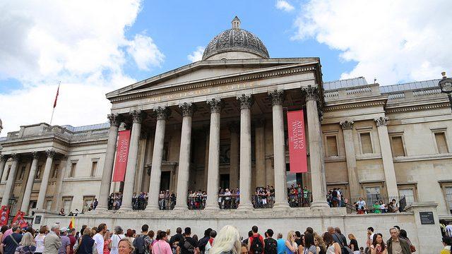 【ロンドン観光】トラファルガー広場でライオンに股がり、ナショナルギャラリーでゴッホの「ひまわり」など見てきたぞ!