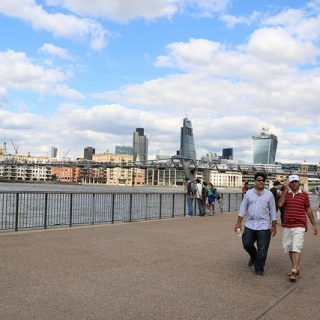 【ロンドン観光】通称「ぐらぐら橋」と呼ばれる徒歩専用「ミレニアムブリッジ」をわたってきたぞ!