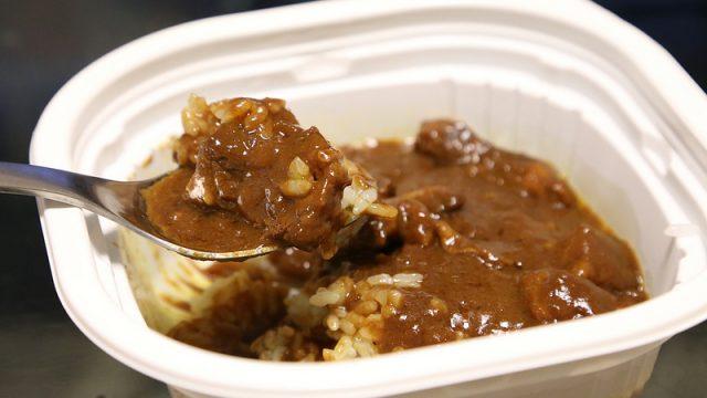 【肉の多さに驚き!】セブンイレブンの「お肉たっぷり濃厚ビーフカレー」が濃厚で本当に美味かったぞ!