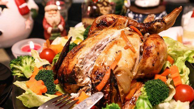 【男の料理!】クリスマスなので生のニワトリを丸ごとローストチキンに調理してみたぞ!