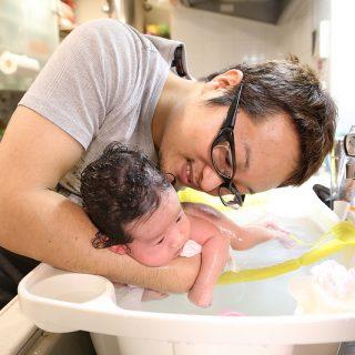 新生児の沐浴に!キッチンの流しで使える「ベビーシンクバス」と「専用ネット」がめちゃ便利だぞ!