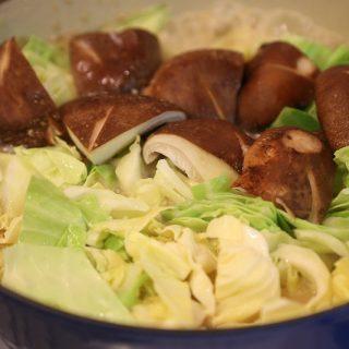 広島県のソウルフード!ますやみそ「あっさり鍋の素」がキャベツの甘みを感じられるあっさりとした味で癖になる味だぞ!