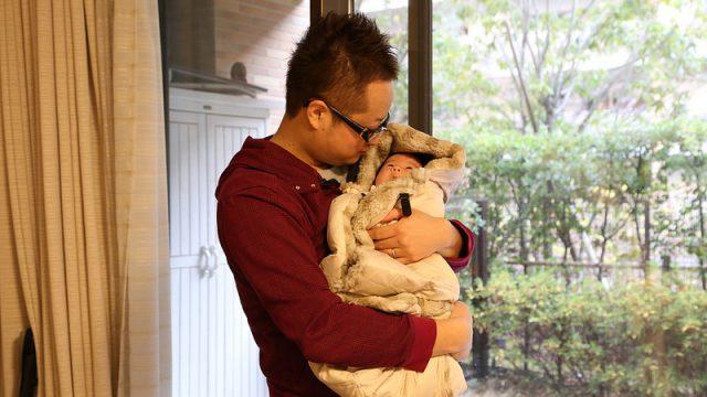 赤ちゃんを寒さから守る、抱っこ紐にもベビーカーにも使える「バディバディ ダウン4WAYケープ」がめちゃ暖かいぞ!