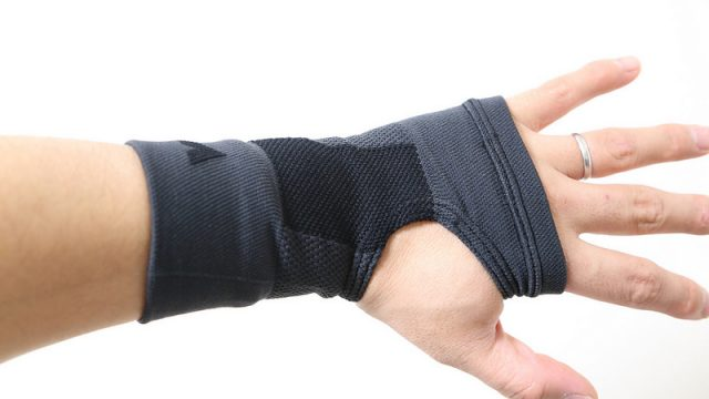 【腱鞘炎予防】手首が痛いのでバンテリンのサポーターを買ってみたぞ!