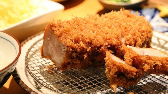 六本木にある豚組食堂で松坂ポークを使った2800円の極厚プレミアムとんかつを食べて来たぞ!