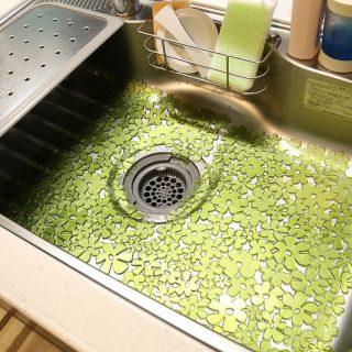 キッチンのシンクの傷防止マット「interDesign Blumz シンクマット」がオシャレで良いぞ!