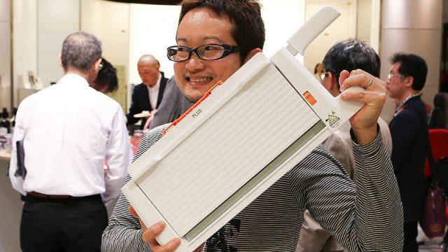 【新商品】コンパクト断裁機PLUS PK-113を体験してみるともう他の断裁機なんて使えないぞ!