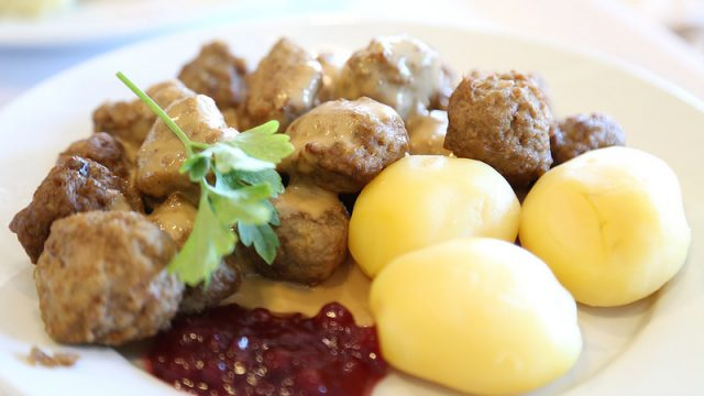 【平日限定】IKEAのレストランで食事をすると、コーヒー紅茶が無料だったぞ!