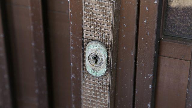 これすげぇ!ヒダカの高圧洗浄機「HK-1890」で玄関掃除!金属についた緑青が擦らず取れたぞ!