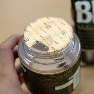 ちょい開けのインスタントコーヒーの瓶に、粉をこぼさず移し替えるとっておきの方法を教えるぞ!