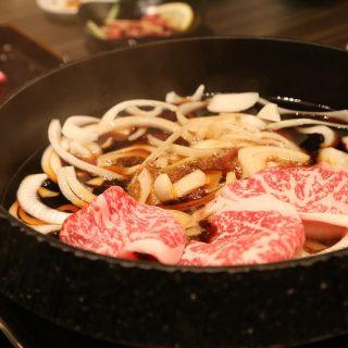牛肉があま〜いっ!コスパ最強の焼肉屋「牛蔵」のすき焼きが最高だったぞ!