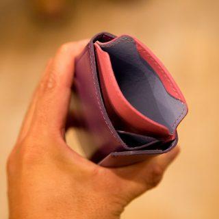 あの薄い財布シリーズに「iPhoneも入る財布」が新発売!これは色々な使い方が出来そうだぞ!