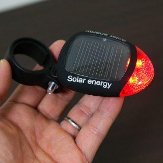 【370円!】ソーラー式の自転車用LEDテールライトが激安だったので買ってみたぞ!