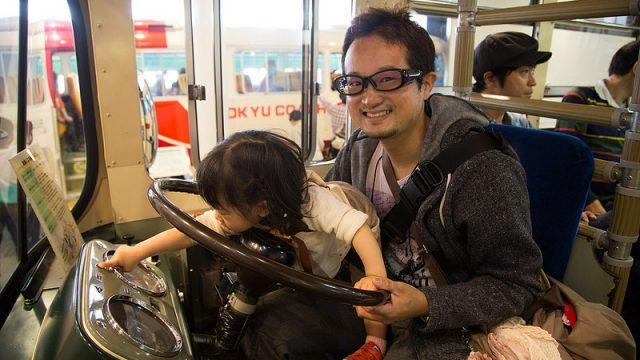 【雨の日や暑い日にはここ!】川崎市にある「電車とバスの博物館」で運転体験!子供も大人も楽しめるぞ!