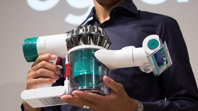 【Dyson V6】アレルギー持ちさんへ!ハウスダストを99.97%以上除去できるダイソンの新しいコードレス掃除機を買うべきだぞ!
