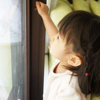 【子供の転落・事故防止!】ベランダへのガラス扉や窓を固定する「サッシストッパー」が良い感じだぞ!