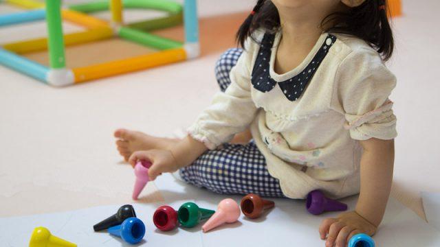 1歳半の子どものお絵描きに!初めてのクレヨン「BABY COLOR(ベビーコロール)」を買ったぞ!