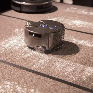 【dyson360 eye】ダイソンの自動掃除ロボットの吸引力は他社製品の比じゃないぞ!