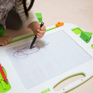 1.5歳〜5歳のおえかきに!2色で描ける「2カラーせんせい」が良いぞ!