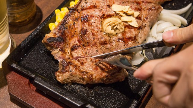 今、「いきなりステーキ=立ち食い」では無い!椅子席の方が多い、新規オープンの東中野店に行って来たぞ!