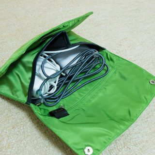 電源ケーブルなどをスマートにまとめられるKOKUYOのバッグインバッグが便利だぞ!