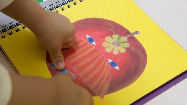 シール好きの子供の感性を引き出して親子で会話を楽しめる!コクヨの「かおノート」が楽しいぞ!