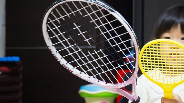 2〜3歳から子どもとテニスがしたいなら!本格的なラケットが良いぞ!