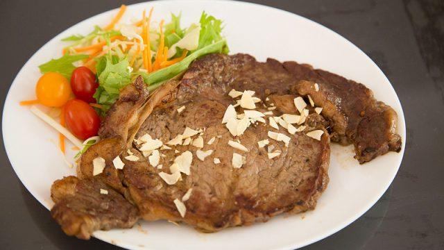 待望のっ!あの「いきなりステーキ」が自宅でも!「家庭でいきなりステーキ」が発売だぞ!