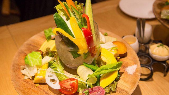 圧巻の野菜プレートや肉料理!野菜ビストロ「フェルムドレギューム」でフレンチを堪能したぞ!