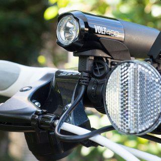 明るくUSB充電可能な自転車用ライトなら「VOLT400」がメチャ明るいぞ!