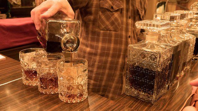 【新橋】珈琲焼酎の飲めるひっそりとしたバー「テイルバー」が雰囲気も良くて良いぞ!