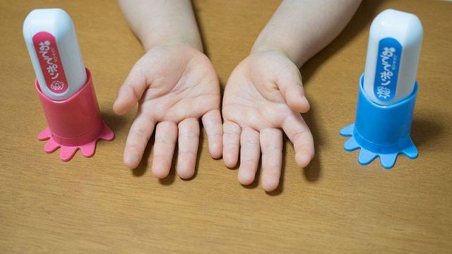【新発売!】子どもの手洗いを楽しみながらさせる「手洗い練習スタンプ おててポン」が良いぞ!