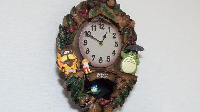 ジブリ好きの子どもに!トトロの振り子掛け時計が時報が流れて楽しいぞ!