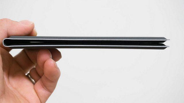 極薄ワイヤレス折りたたみキーボード!スマホやPCと接続可能で外出先の文字入力がはかどるぞ!