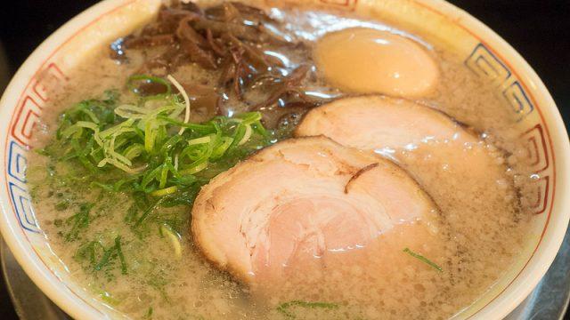 【博多】昭和38年創業の博多ラーメン!「博多 だるま」が飲んだ後でもスーッと食べれるぞ!
