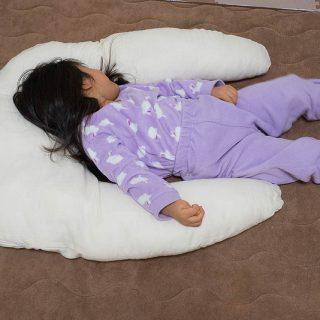 新小学生に!枕を変えて子どもの眠りの質を高める「抱かれ枕 アーチピローKIDS」が良さそうだぞ!