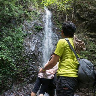 """東京都唯一の""""日本の滝百選""""「 #払沢の滝 」は周辺の食べ物も美味しく、子連れでも行きやすいぞ!【PR】  #たま発 #tamahatsu #檜原村"""