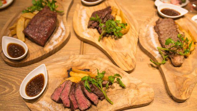 肉好き集まれっ!『新宿名店横丁』で牛・豚・鶏・馬・羊のハシゴ肉!5つの店舗が集まる横丁は最高だぞっ! #新宿名店横丁