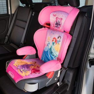 累計3000万台!女の子用チャイルドシートなら!8000円で買えるディズニープリンセスのジュニアシートが良いぞ!